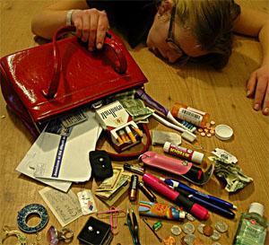 girls-purse-mess-floor